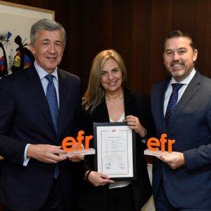 Xavier Coll, director general de Recursos Humans i Organització de CaixaBank; Clara Boada, directora de Cultura, Igualtat i Diversitat de l'entitat; i Rafael Fuertes, director general de la Fundació MásFamilia.