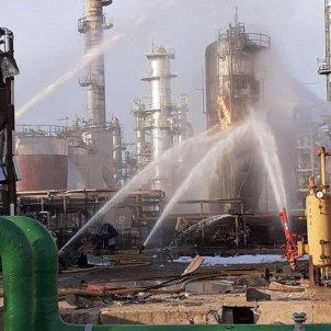 EuropaPress 2593127 Imagen de las vías de agua de los bomberos para enfríar el tanque de óxido de propileno afectado en la empresa de La Canonja Tarragona el 15 de enero de 2020