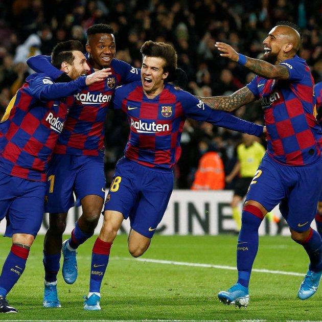 Messi Ansu Fati Riqui Puig Arturo Vidal Barca Granada EFE