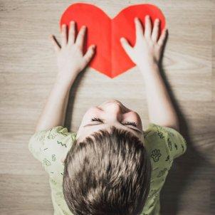 Niño corazón Unsplash