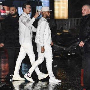 Neymar festa blanc Paris OK @doentesPFutebol